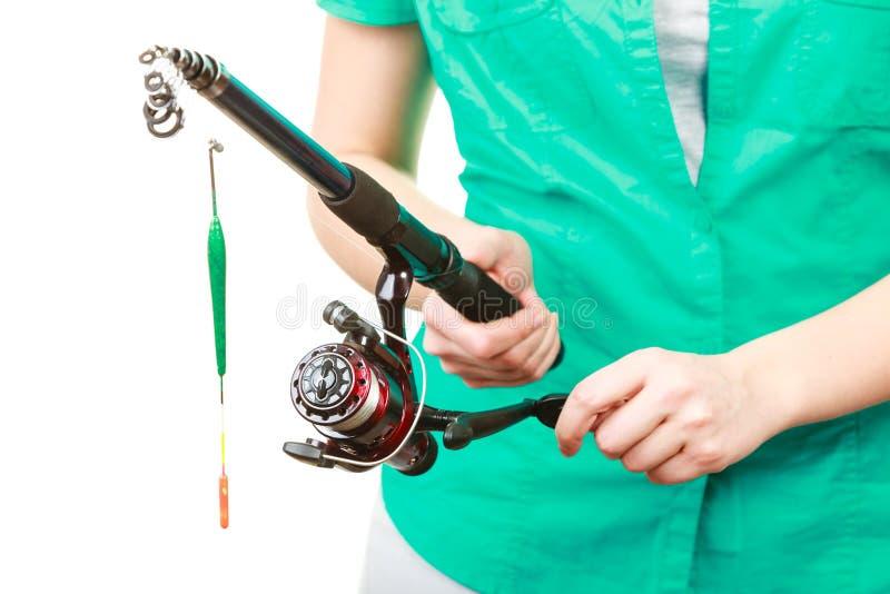 Personne tenant la canne à pêche, équipement de rotation photographie stock