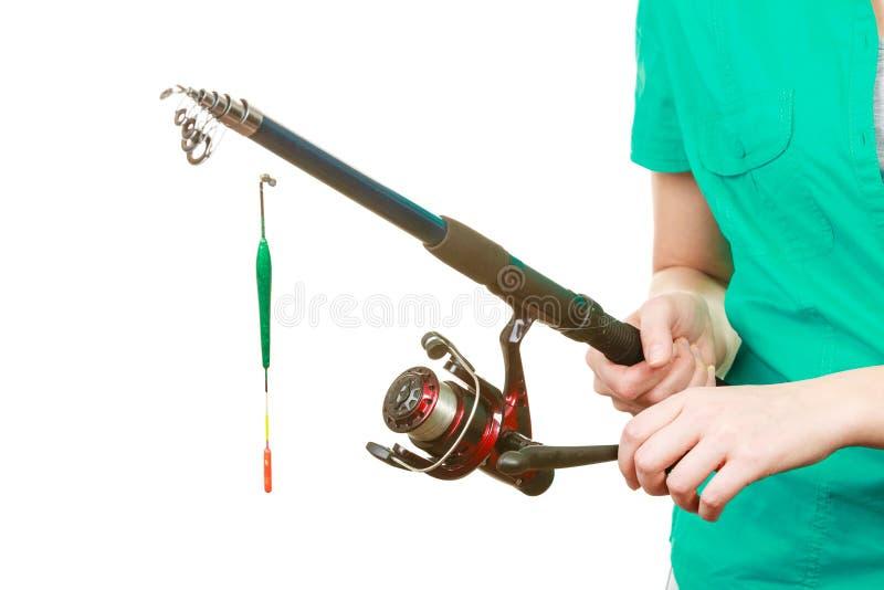 Personne tenant la canne à pêche, équipement de rotation photographie stock libre de droits