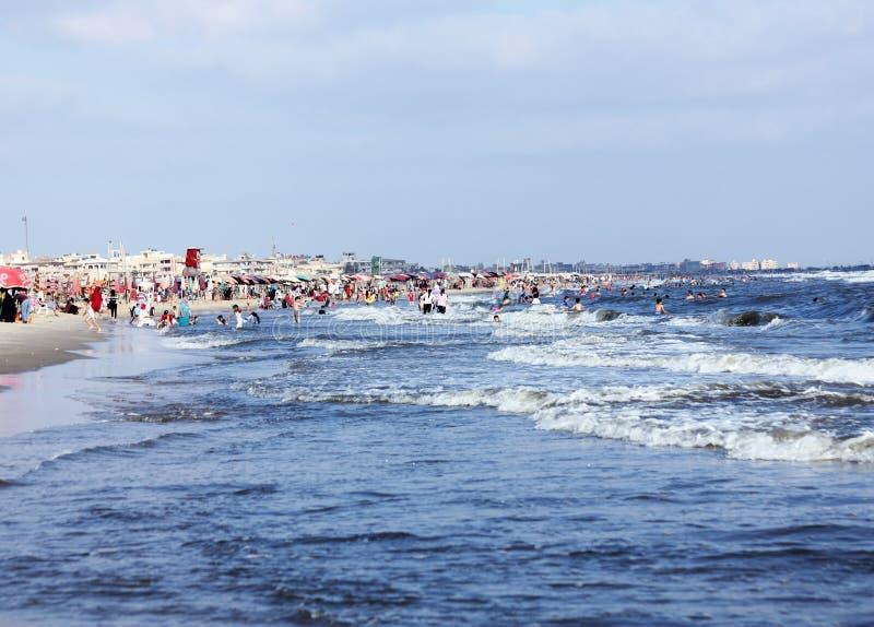 Personnes arabes en plage en Egypte image stock