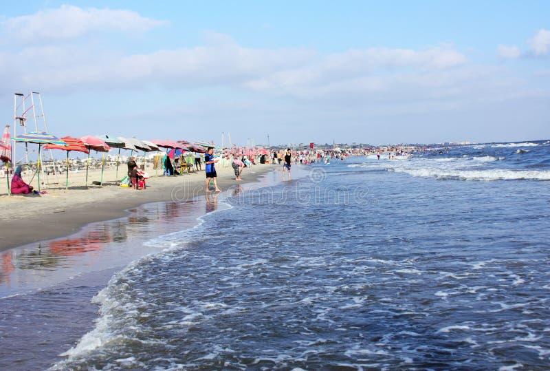 Personnes arabes en plage en Egypte image libre de droits