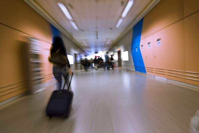 Personnes brouillées sur l'aéroport photos libres de droits