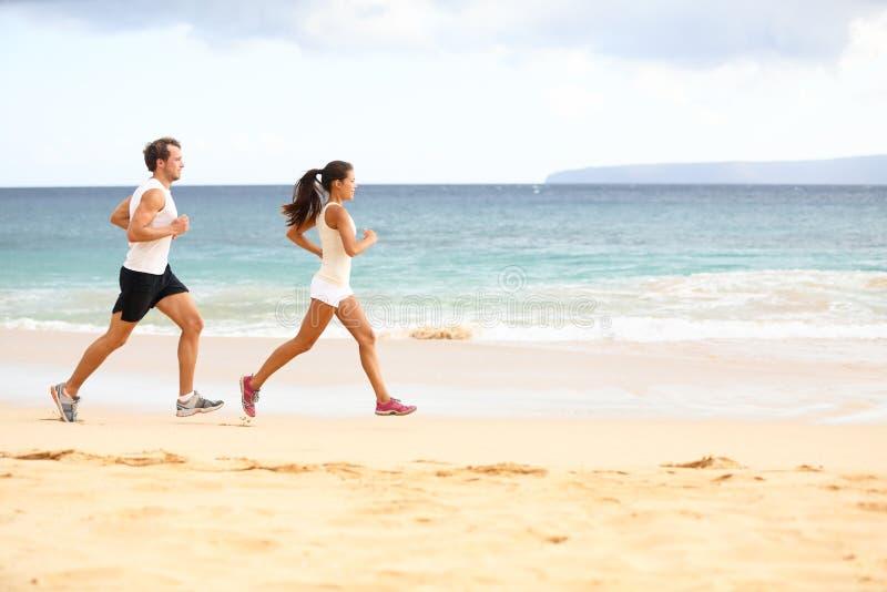 Personnes courantes - coureurs d'athlète de femme et d'homme photo stock