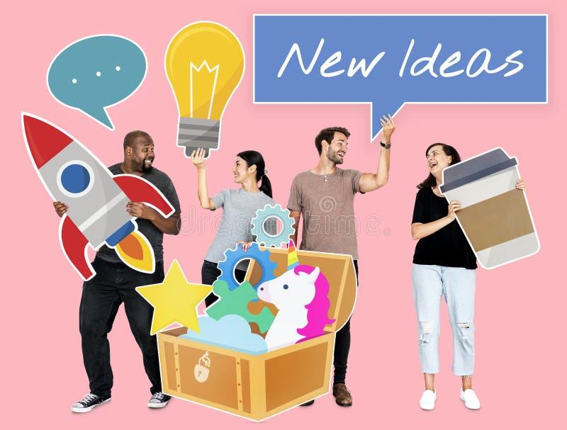 Personnes créatives avec un trésor des idées image stock