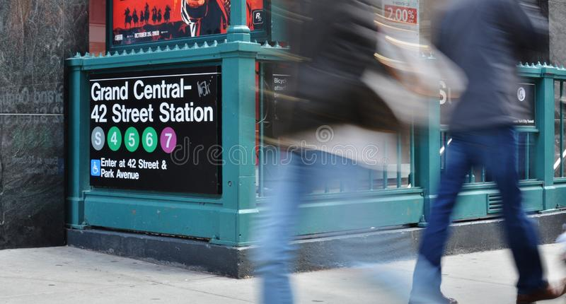 Personnes d'heure de pointe de MTA d'entrée de station de métro de rue de New York de station de NYC Grand Central quarante-deuxi photographie stock libre de droits