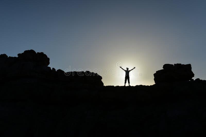 Personnes de montagnes, réussies et déterminées provocantes photos libres de droits