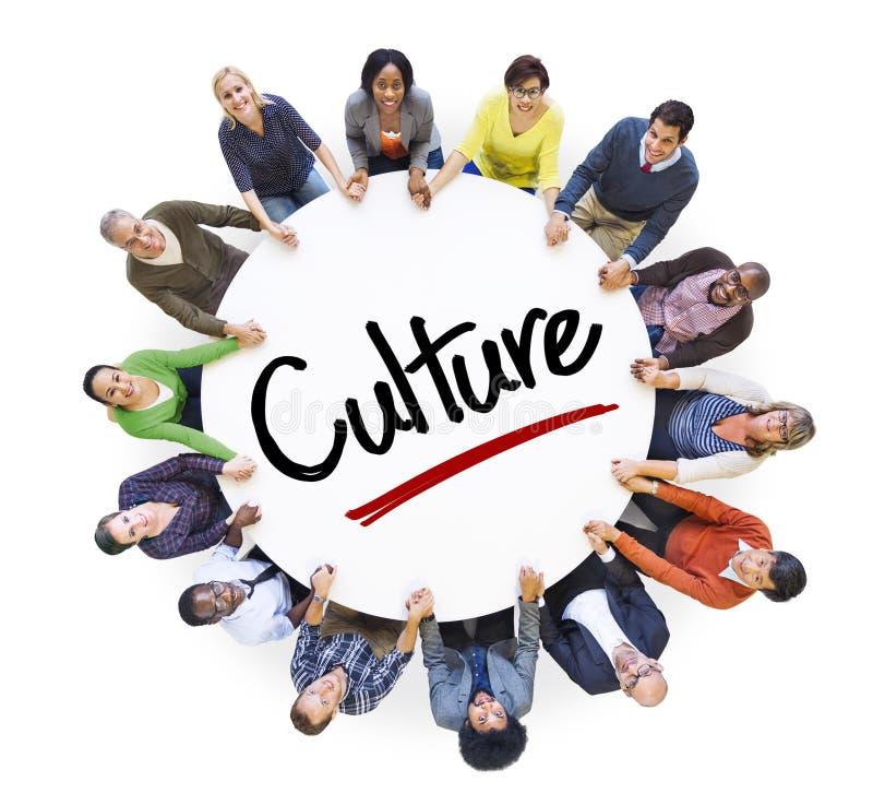 Personnes diverses en cercle avec des concepts de culture