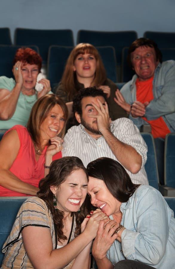 Personnes effrayées dans le théâtre photos libres de droits