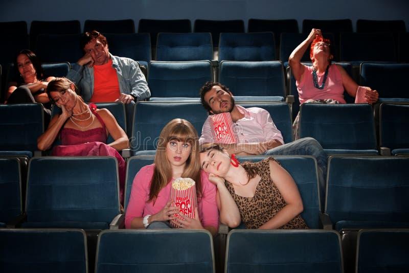 Personnes ennuyées dans le théâtre image libre de droits