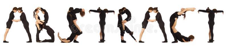 Personnes habillées par noir formant le mot ABSTRAIT images libres de droits
