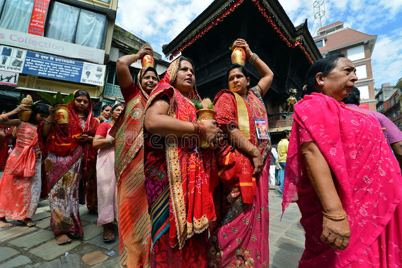 Personnes indoues célébrant le Dasain à Katmandou, Népal photos stock