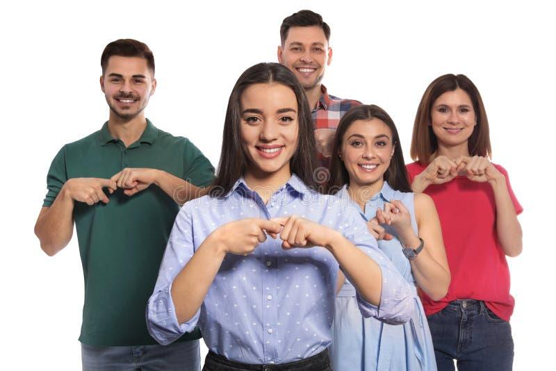 Personnes malentendantes montrant le mot AMI sur la langue des signes photos stock