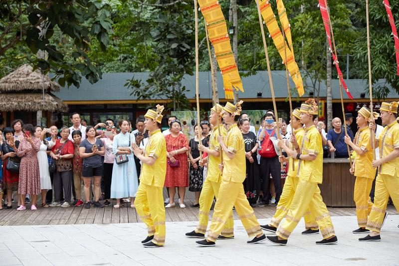 Personnes nationales de minorité de la Chine Yunnan célébrant le festival du feu photographie stock libre de droits