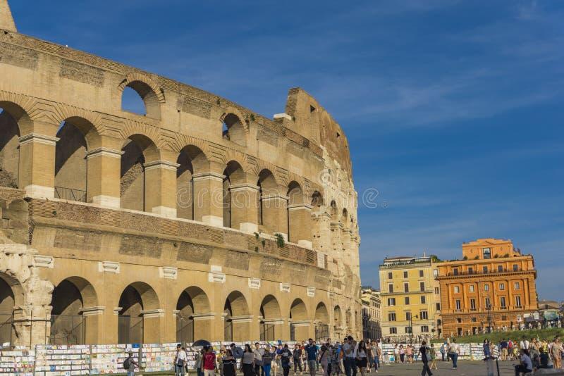 Personnes non identifiées par Colloseum à Rome, Italie images libres de droits