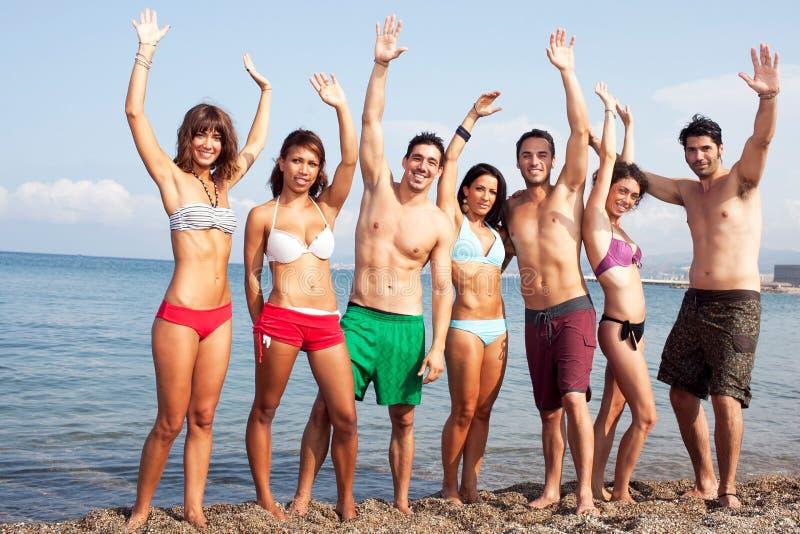 Personnes sexy sur la plage image stock