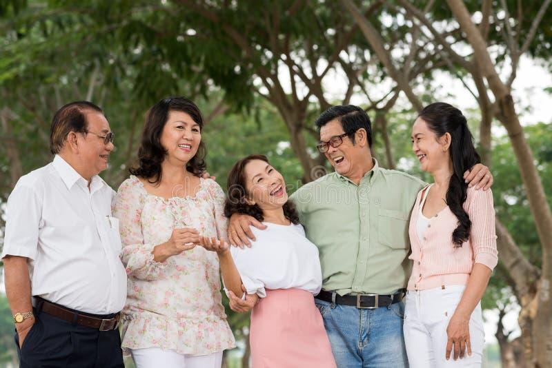 Personnes supérieures heureuses photo stock