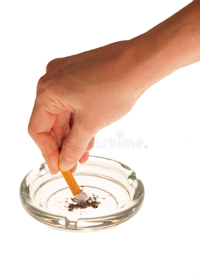 Persoon die uit sigaret rooit stock fotografie