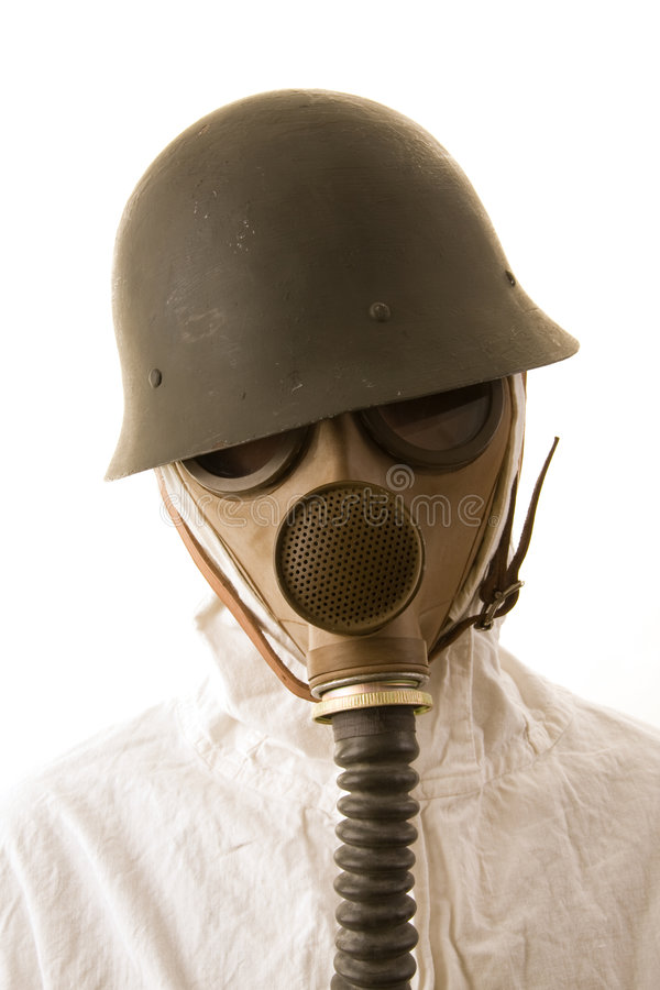 Persoon in gasmasker en helm stock fotografie