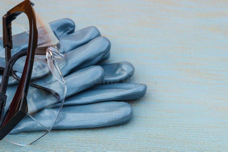 Persoonlijk beschermingsmiddel: helm, handschoenen, beschermende brillen royalty-vrije stock afbeeldingen