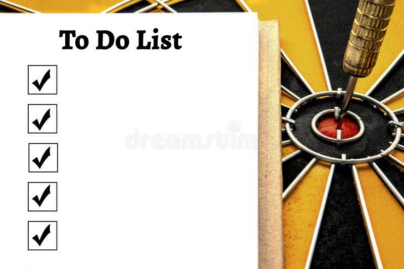 Persoonlijk notitieboekje met a om lijst te doen en vakje te controleren stock foto