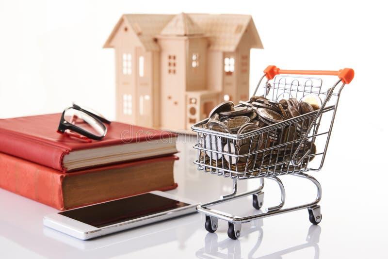 Persoonlijke financiële planning en online het winkelen concept royalty-vrije stock foto