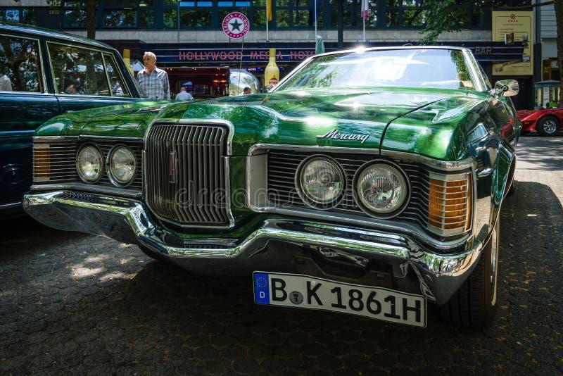 Persoonlijke luxeauto Mercury Cougar XR7 stock foto