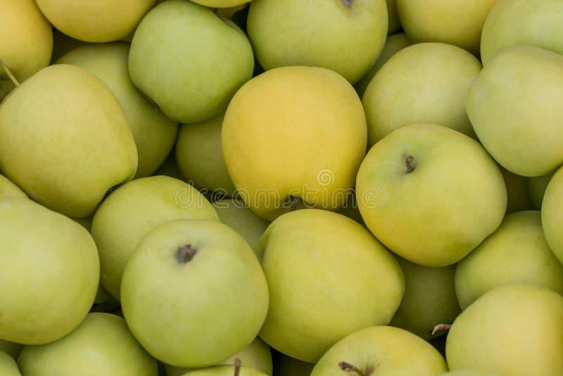 Perspec aéreo dos fundos crus verdes das frutas e legumes da maçã imagens de stock royalty free