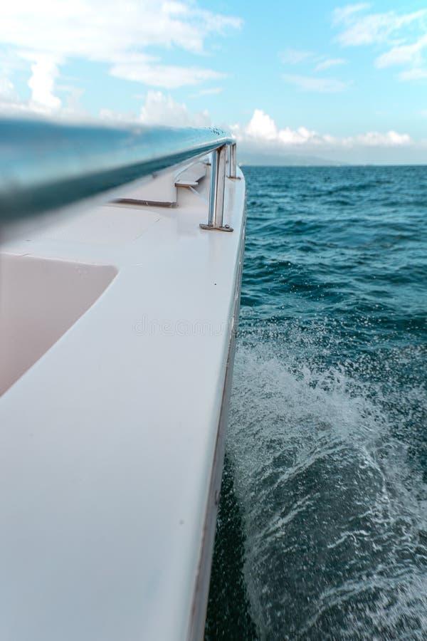 Perspectief van de kant van de boot royalty-vrije stock afbeelding