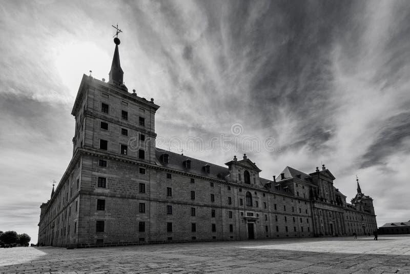 Perspectief van het Escorial Paleis in zwart-wit royalty-vrije stock afbeelding