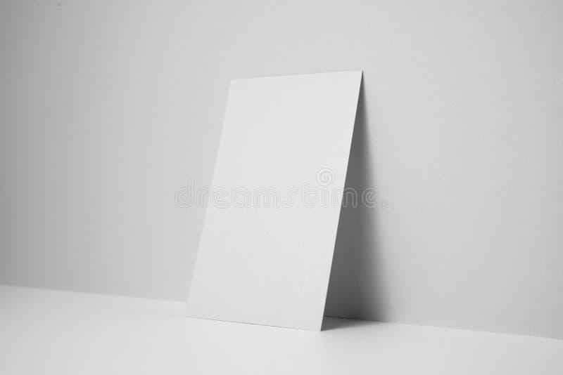 Perspectiefmening van adreskaartje op spaties stock fotografie