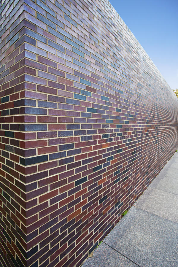 Perspectiva abstracta de la pared de ladrillo alta foto de archivo libre de regalías