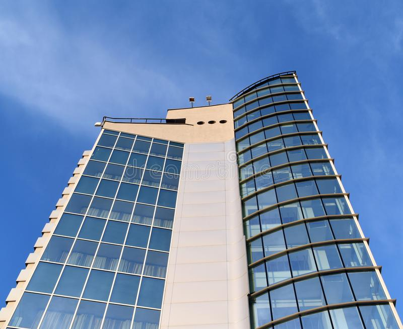 Perspectiva común de la foto y fondo texturizado superficie inferior del buildin de cristal moderno foto de archivo