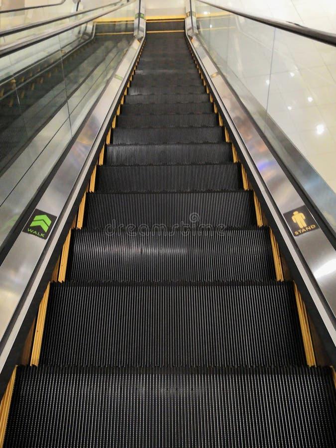 Perspectiva da escada rolante imagens de stock