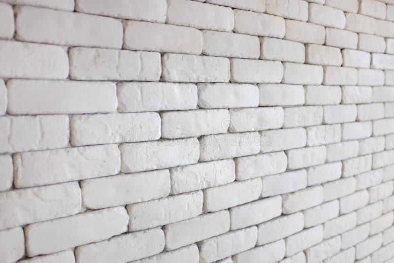 Perspectiva de la pared de ladrillo blanca para el fondo de la textura imágenes de archivo libres de regalías