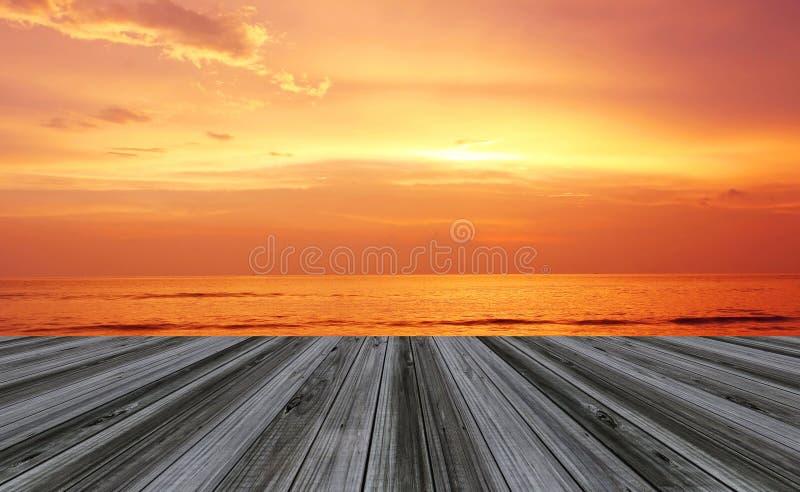 Perspectiva de madera de la terraza del piso fotos de archivo