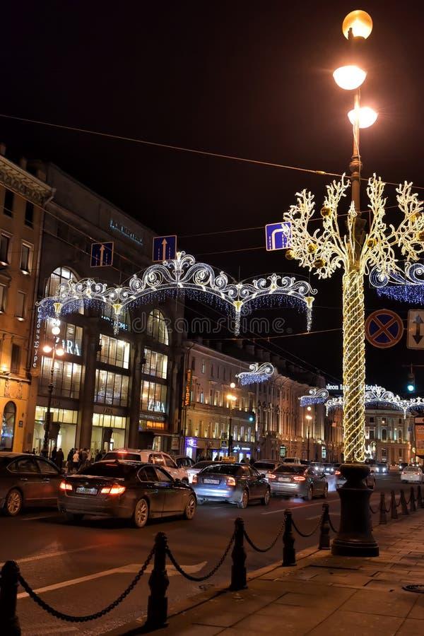 Perspectiva de Nevsky nas decorações do ano novo fotografia de stock