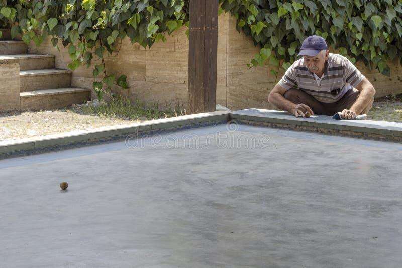 A perspectiva disparou da tradicional dos jogos os mais velhos em Izmir em Turquia, karambol fotografia de stock royalty free