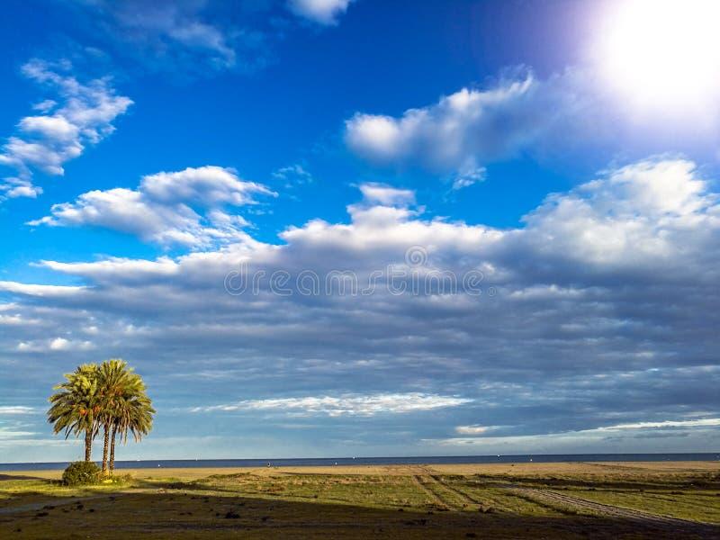 Perspectiva do Sandy Beach nas costas espanholas sul fotografia de stock