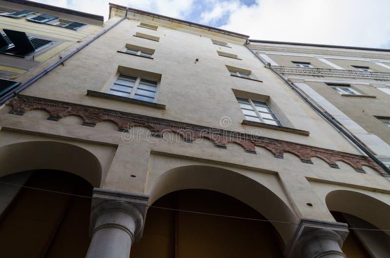 Perspectiva particular de um edifício medieval antigo fotografia de stock