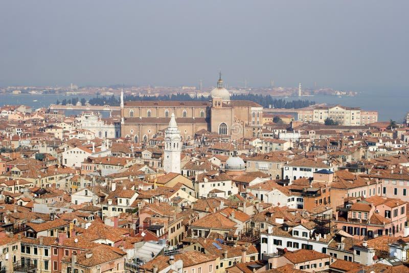 Perspectiva sobre Venecia de la alarma-torre imagen de archivo libre de regalías