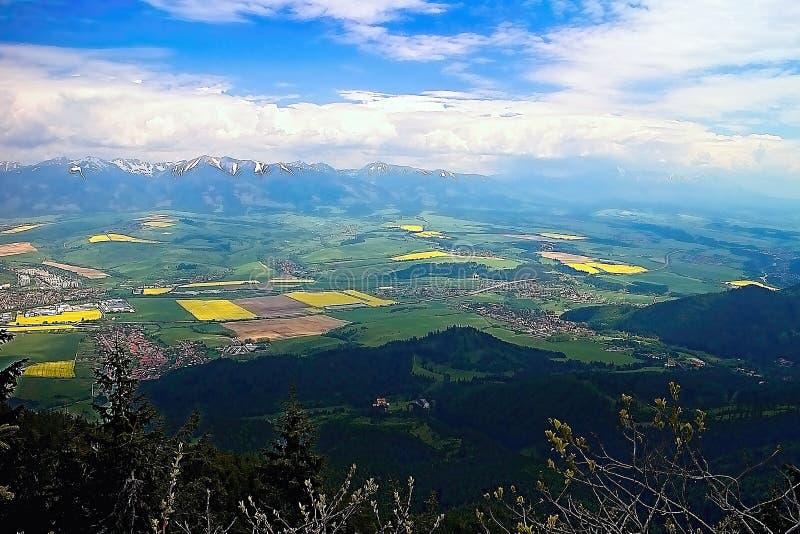 Perspective de Liptov supérieur de colline de Poludnica image libre de droits