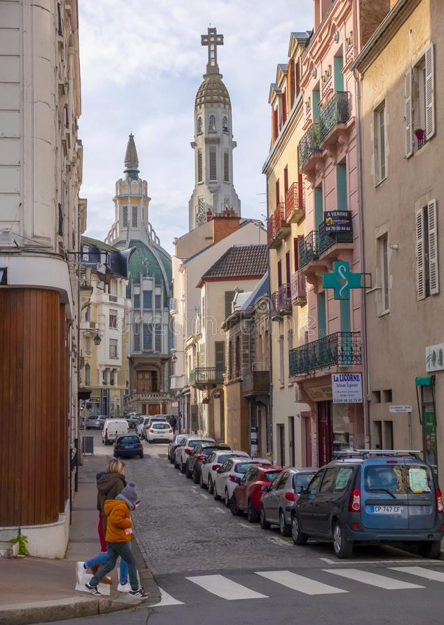 Perspective de rue Vichy, France image stock