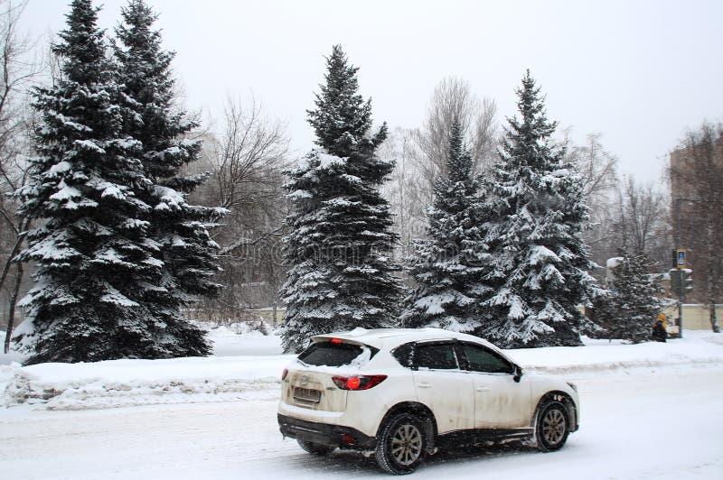 Perspective Korolev couvert de neige Ville Korolev, région de Moscou image stock