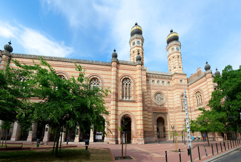 Download Perspective View To Landmark Ornate Jewish Temple Stock Image - Image: 22447909