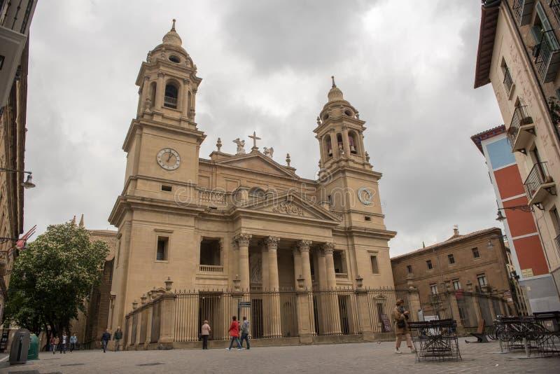 Perspektiv av den neoclassical kupolen av kyrkan av helgonet Lawrence Iglesia de San Lorenzo i Pamplona, Navarre, Spanien Det arkivbilder