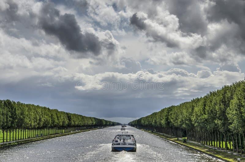 Perspektiv för Amsterdam Rhenkanal royaltyfria foton