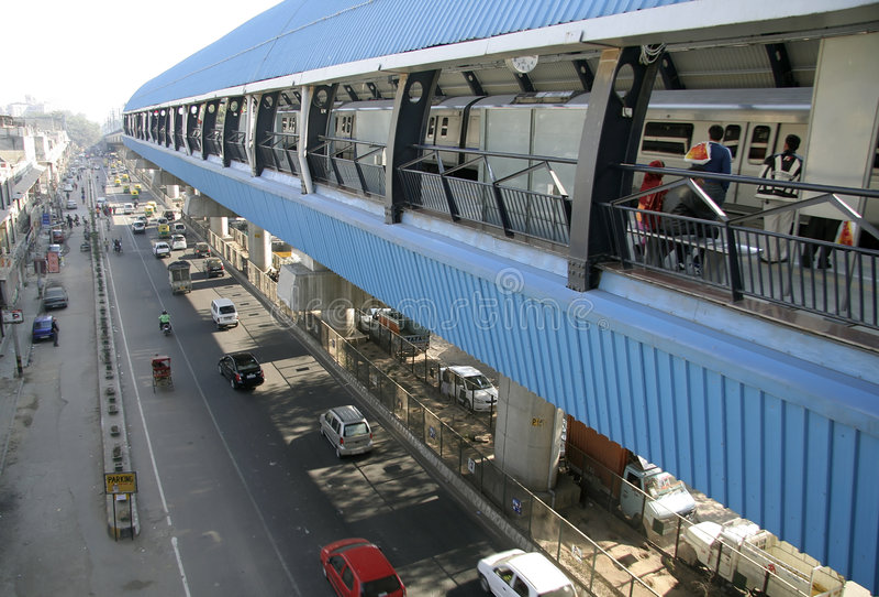 Perspektive der erhöhten Metrostation lizenzfreies stockfoto