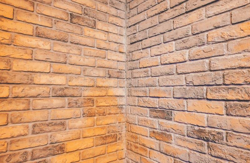 Perspektive, Seitenansicht des alten Wand-Beschaffenheitshintergrundes des roten Backsteins lizenzfreies stockfoto