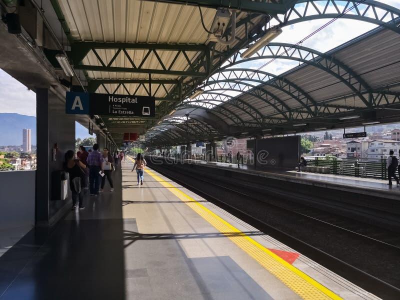 Perspektywa platforma stacja metra w Medellin, Kolumbia zdjęcie stock