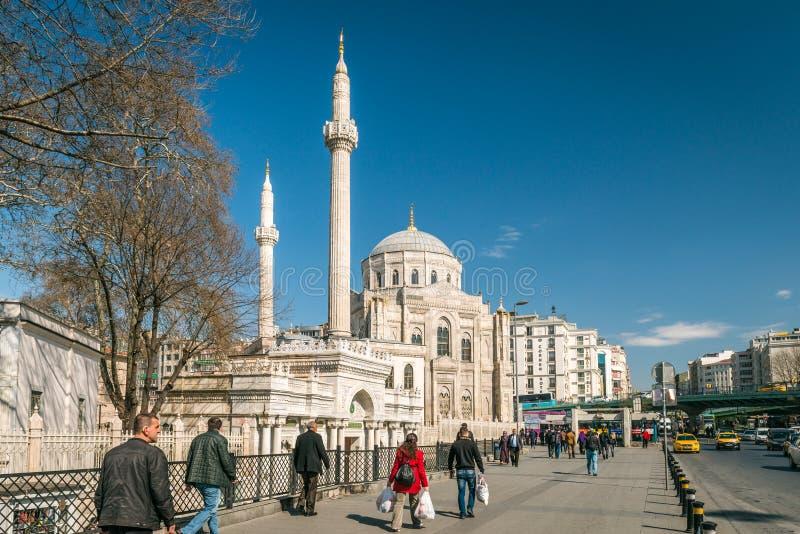 Pertevniyal Valide Sultans-Moschee in Istanbul, die Türkei lizenzfreies stockbild
