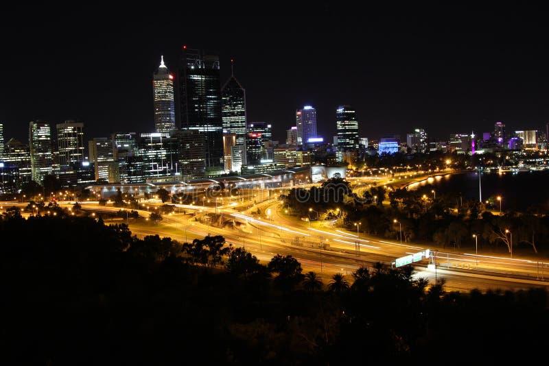 Perth bij nacht stock foto's